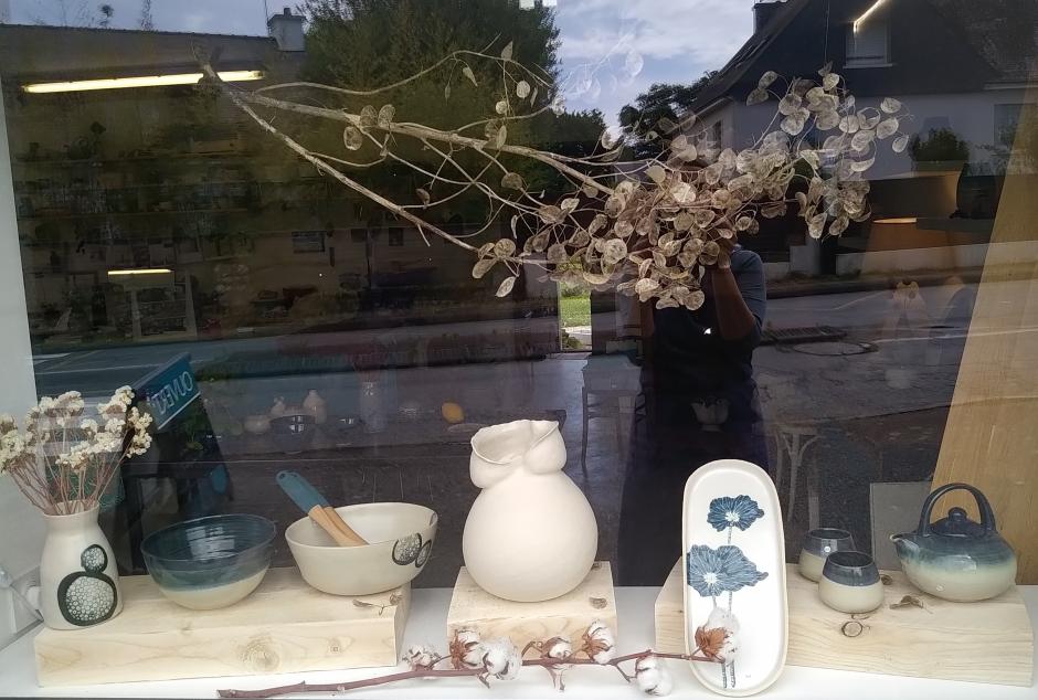 Poteries de saison, Séné, céramique, Vannes, Morbihan, Bretagne, stages, cours, vases, théières, vaisselle, beurriers, sculpture